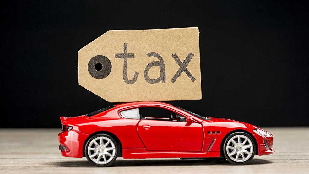 ランドクルーザーとプラド、自動車税で比較